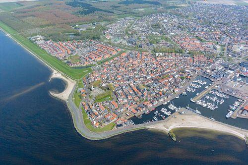 Luchtfoto van het vroegere eiland Urk in Flevoland van Sjoerd van der Wal