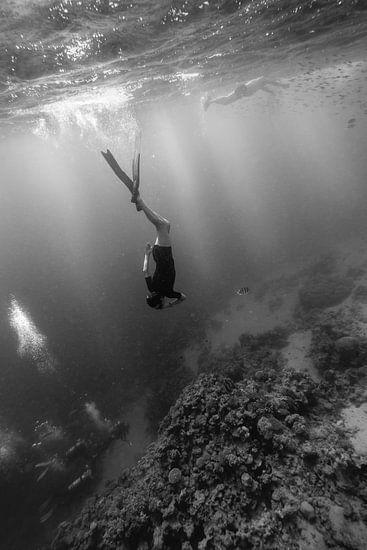 Freediver op bezoek bij persluchtduikers