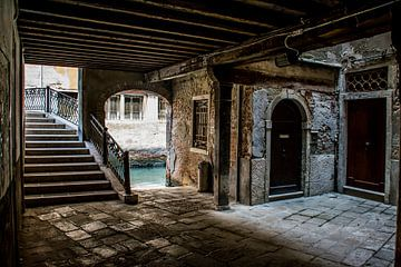 Verborgen hoekje in Venetië van Ton de Koning