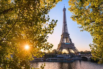 Herbstsonnenaufgang am Eiffelturm von Michael Abid