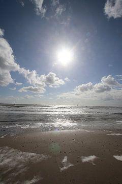Prachtig uitzicht over zee. Met super mooie wolken van Wendy Hilberath