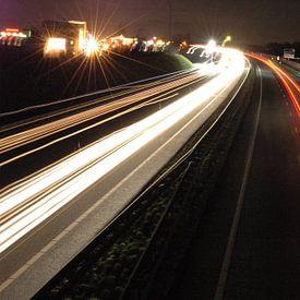 highway at night van Patricia Verbruggen