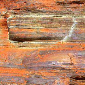Rotswand met kleuren van Margreet Frowijn