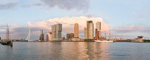 Panorama Kop van Zuid met B.A.P. Unión tijdens zonsondergang van Prachtig Rotterdam