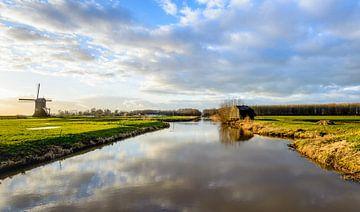 Schilderachtig uitzicht over de het natuurgebied Zevenbansche Boezem bij Sleeuwijk. van Ruud Morijn