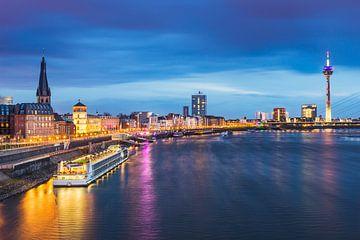 Skyline von Düsseldorf und der Rhein von Michael Abid