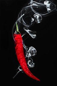 Hete brandende rode spaanse peper, Hot burning red pepper van Corrine Ponsen
