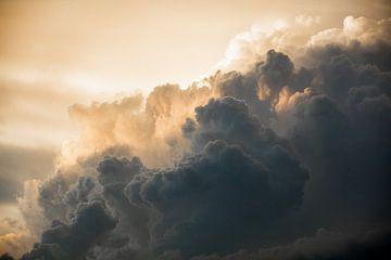 Gewittriger Wolkenhimmel von Andreas Hackl