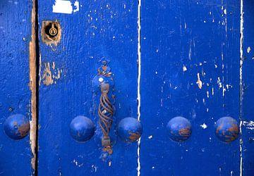 Weathered blue door sur Sigrid Klop