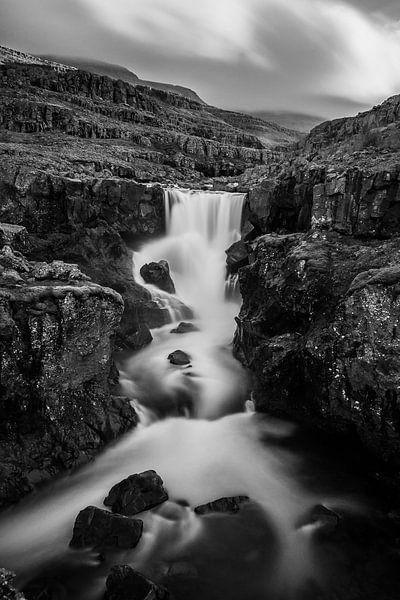Sveinsstekksfoss een van de pareltjes van IJsland van Gerry van Roosmalen