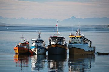 Boote in der Abenddämmerung, Chiloé, Chile von A. Hendriks