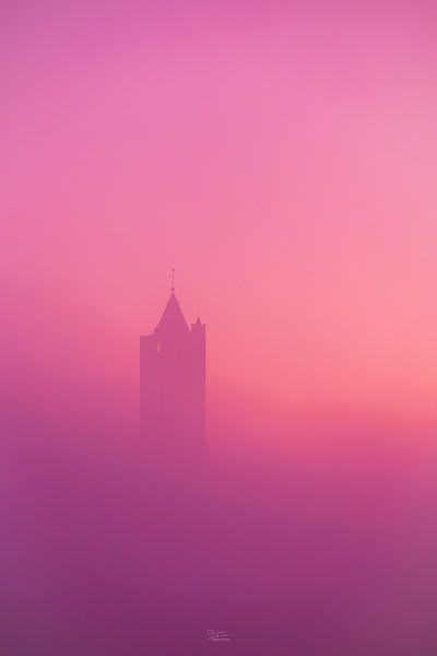 Kerktoren in de mist van Arjan Almekinders