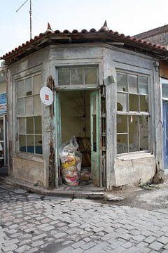 Vervallen (winkel)pand in Griekenland