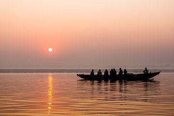 Rivier Ganges India | Zonsopgang In Varanasi | Landschapsfotografie in roze van Part of the vision