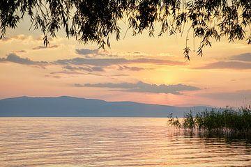 Pastelkleurige zonsondergang meer van Ohrid Macedonië
