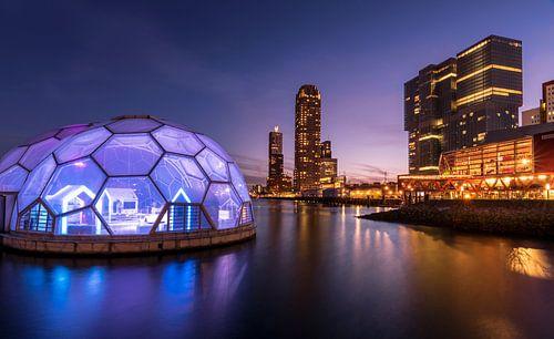 Rotterdam in het blauwe uur van