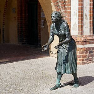 Monument van Grete Minde in Tangermünde van Heiko Kueverling