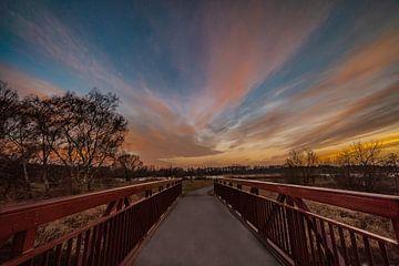 Zonsondergang op de brug in het Allerpark van Marc-Sven Kirsch
