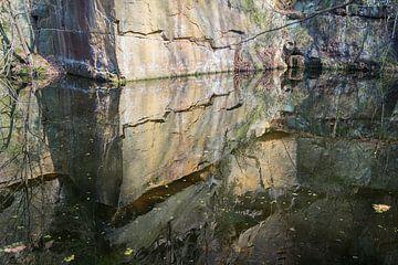 Spiegelung im Steinbruch 2