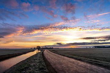Photo de paysage au lever du soleil avec de belles couleurs douces et pastel dans le ciel. sur Dafne Vos