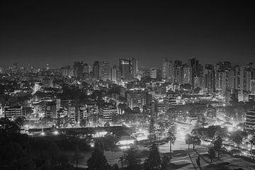 skyline van Curitiba - Brazilië > 2 miljoen inwoners von J. van Schothorst