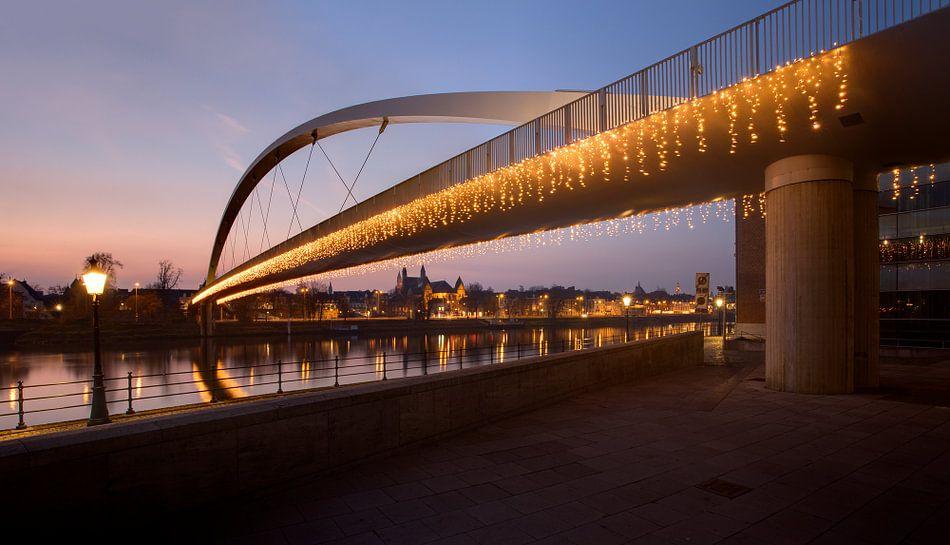 Nieuw Brug Maastricht op kerstavond van Patrick LR Verbeeck