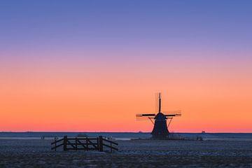 Molen 't Zwaantje bij zonsopkomst | Friesland | Paars en Oranje Pastel van Marijn Alons
