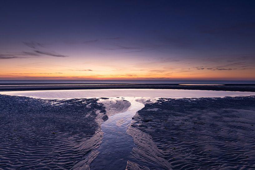 Zonsondergang aan het strand in Zeeland van Judith Borremans
