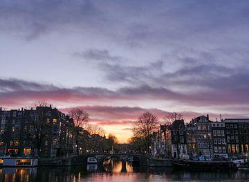Zonsondergang in Amsterdam van Odette Kleeblatt