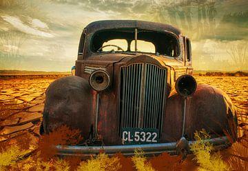 Roestige auto in de woestijn, Namibië van Rietje Bulthuis