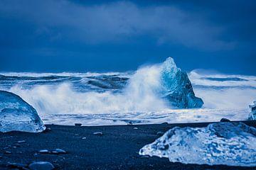 Storm op Diamond beach bij Jökulsárlón van Henry Oude Egberink