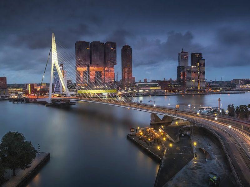 Het blauwe uur in Rotterdam van Marcel van Balkom