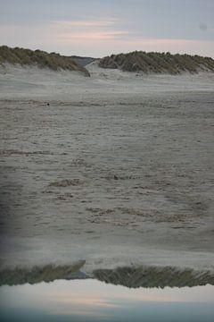 Spiegeling van strand en duin van Anita Snik-Broeken