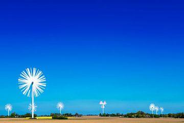 Veld met windmolens als bloemen
