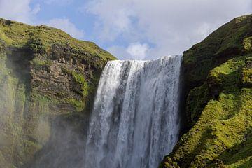 Skógafoss waterval, IJsland van Wigger Tims