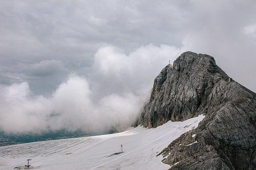 Berg in nevelen gehuld