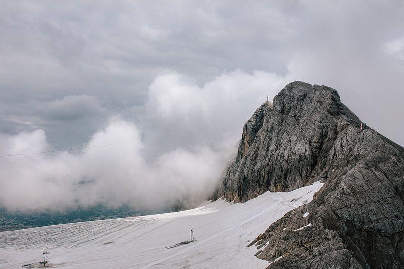 Berg in nevelen gehuld van Wilko Visscher