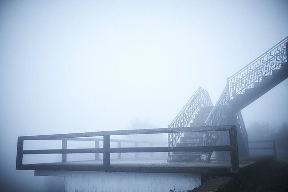 trap in de mist in de Vietnamese heuvels