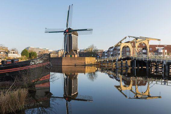 De Rembrandtbrug en Molen De Put in Leiden