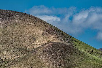 Afgesleten ronding van een gedoofde vulkaan op Lanzarote sur