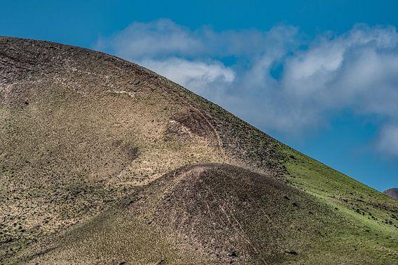 Afgesleten ronding van een gedoofde vulkaan op Lanzarote