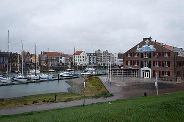 Nederlandse haven in vissersdorpje van Madelief Dekker