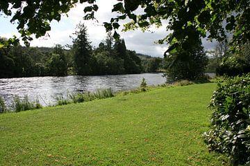 De rivier de Tay, bij Dunkeld Schotland van Floortje Mink