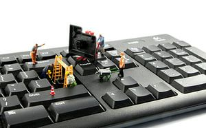 réparation d'ordinateurs par little world