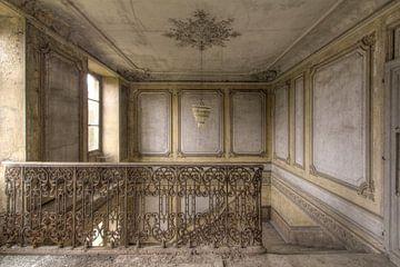 Treppenhaus in einem verlassenen Schloss von Kristof Ven