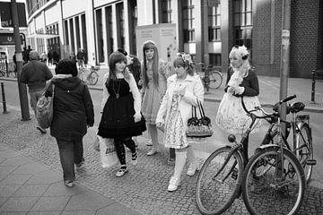 Japanse meisjes decorastijl kawaii in Berlijn van Rob van Dam