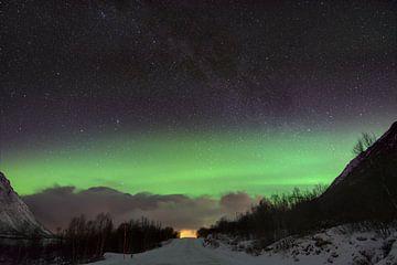 Noorderlicht aan sterrenhemel van Hannon Queiroz