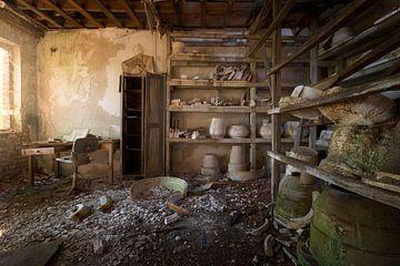 verlaten terracotta bureau van Kristof Ven