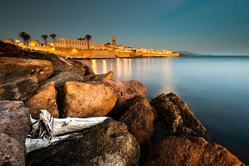 Nachtlicht in Alghero - Sardinië van Damien Franscoise