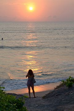 Zonsondergang Bali 1 van Annemie Lauvenberg